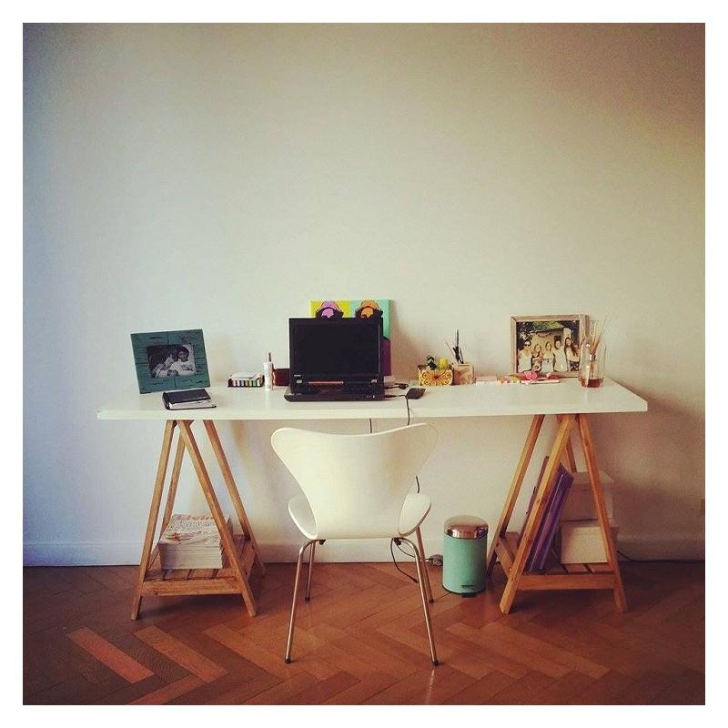 escritorio con caballetes tapa blanca